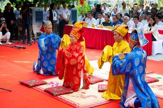Ha Tinh celebrates great poet Nguyen Du's death anniversary ảnh 7