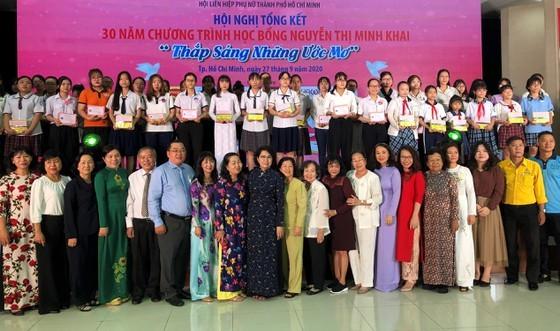 Nguyen Thi Minh Khai Scholarship Program marks its 30 years of operation ảnh 1