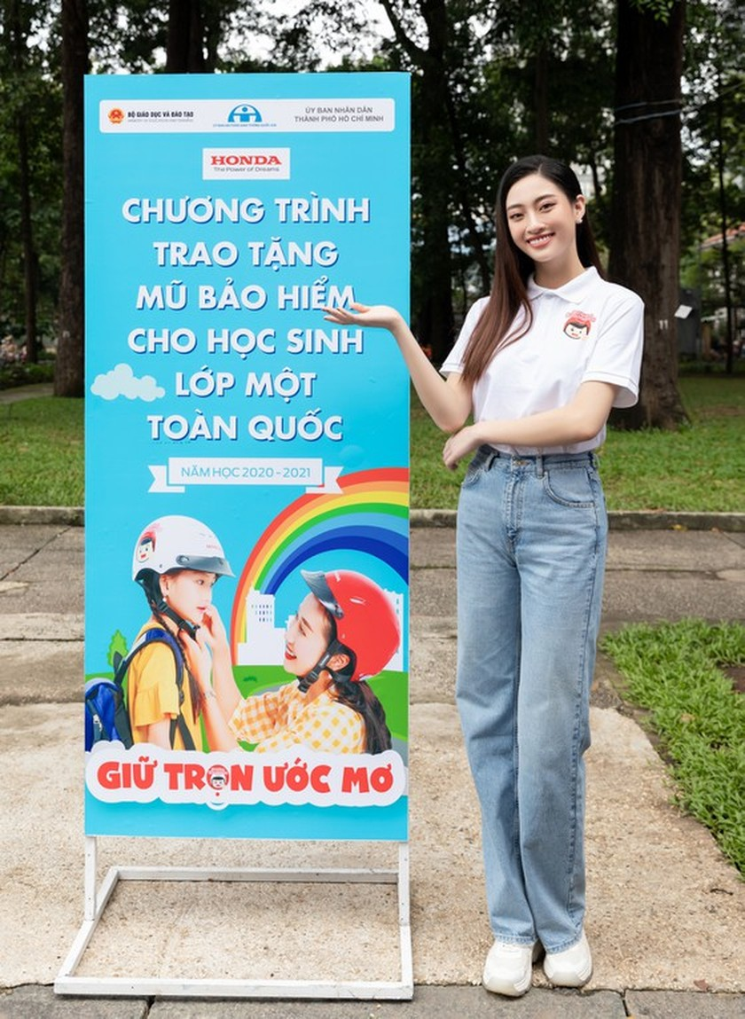 Traffic safety campaign to get kids wearing quality helmets launched in HCMC ảnh 4