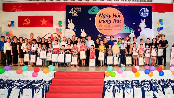 SGGP brings enjoyable, meaningful Mid-Autumn festival to needy children ảnh 4