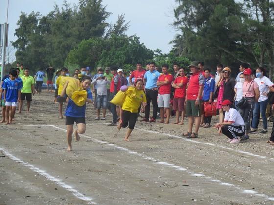 Visitors enjoy joyful time as Can Gio Nghinh Ong Festival returns ảnh 1