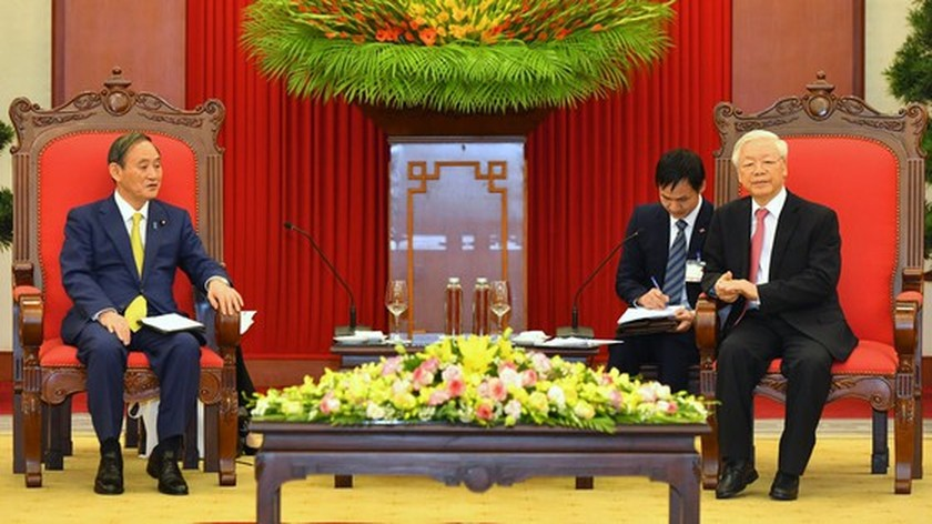 PM Nguyen Xuan Phuc chairs welcome ceremony for his Japanese counterpart ảnh 10