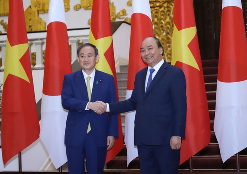 PM Nguyen Xuan Phuc chairs welcome ceremony for his Japanese counterpart ảnh 12