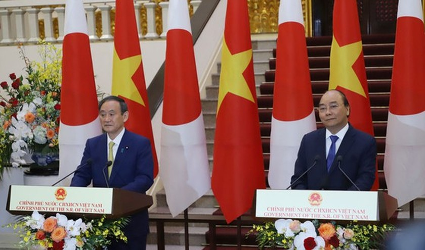 PM Nguyen Xuan Phuc chairs welcome ceremony for his Japanese counterpart ảnh 13