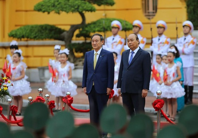 PM Nguyen Xuan Phuc chairs welcome ceremony for his Japanese counterpart ảnh 2