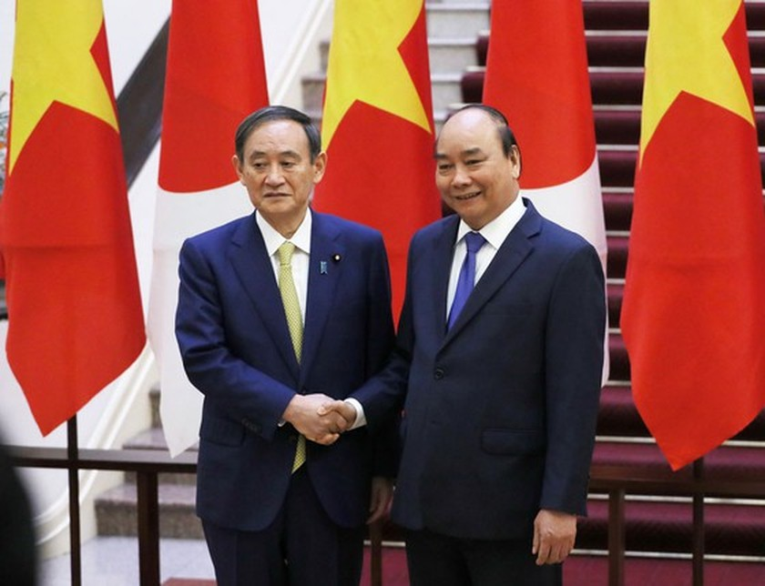 PM Nguyen Xuan Phuc chairs welcome ceremony for his Japanese counterpart ảnh 3