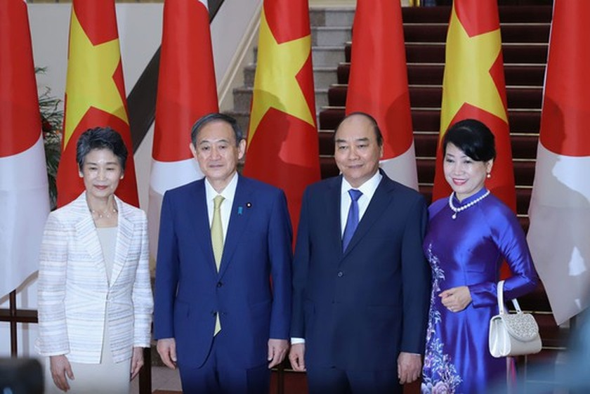 PM Nguyen Xuan Phuc chairs welcome ceremony for his Japanese counterpart ảnh 7