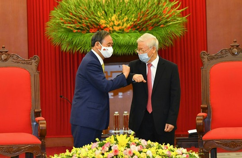PM Nguyen Xuan Phuc chairs welcome ceremony for his Japanese counterpart ảnh 8