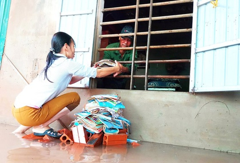 People nationwide extends solidarity with flood victims ảnh 2