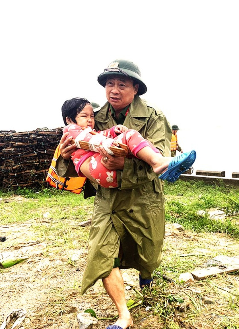 People nationwide extends solidarity with flood victims ảnh 3