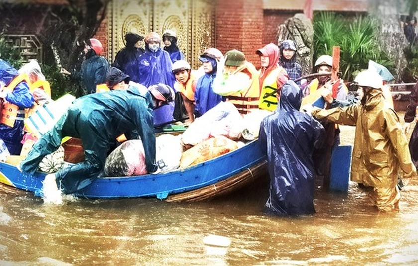 People nationwide extends solidarity with flood victims ảnh 8
