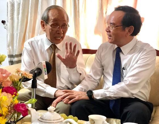 HCMC Party Chief visits revolutionary teachers ảnh 3