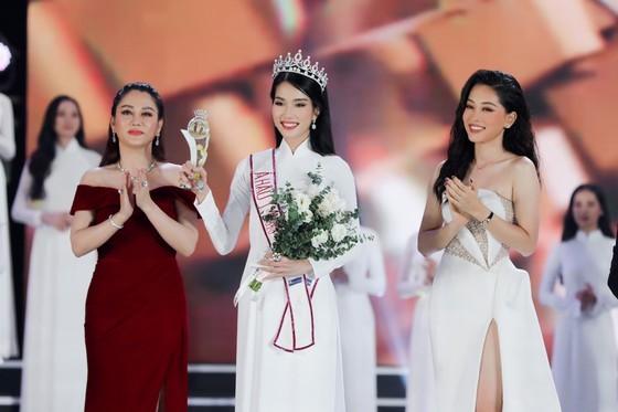 Do Thi Ha wins Miss Vietnam 2020 crown ảnh 3
