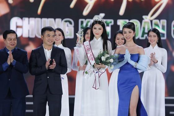 Do Thi Ha wins Miss Vietnam 2020 crown ảnh 4