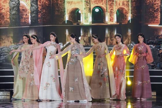 Do Thi Ha wins Miss Vietnam 2020 crown ảnh 6