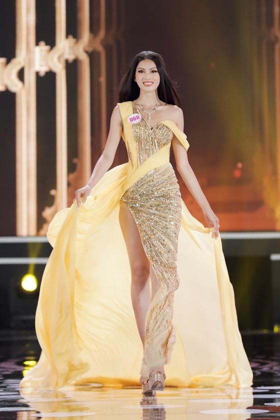 Do Thi Ha wins Miss Vietnam 2020 crown ảnh 10