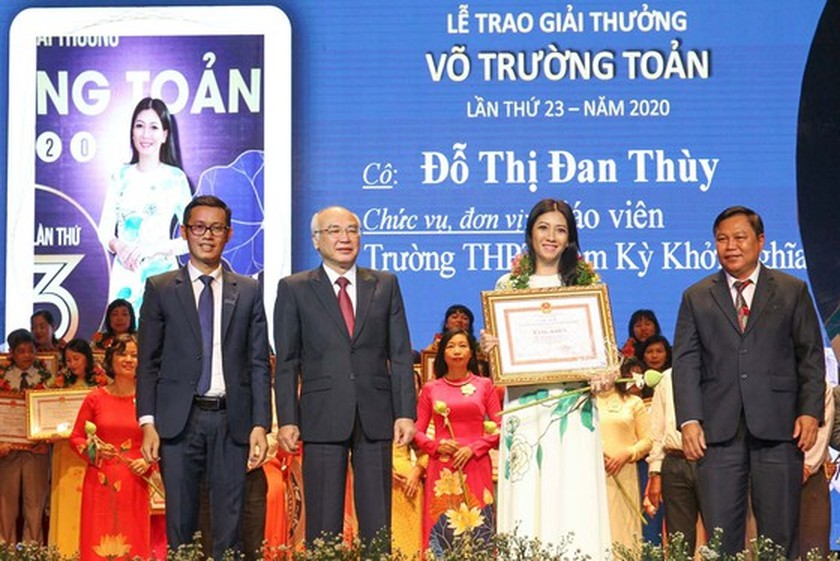 50 outstanding teachers honored with 23rd Vo Truong Toan Awards ảnh 3