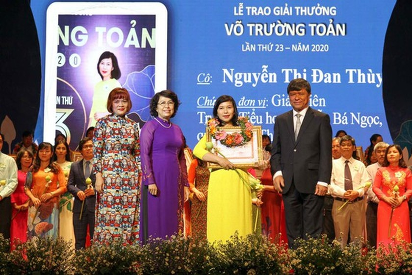 50 outstanding teachers honored with 23rd Vo Truong Toan Awards ảnh 4