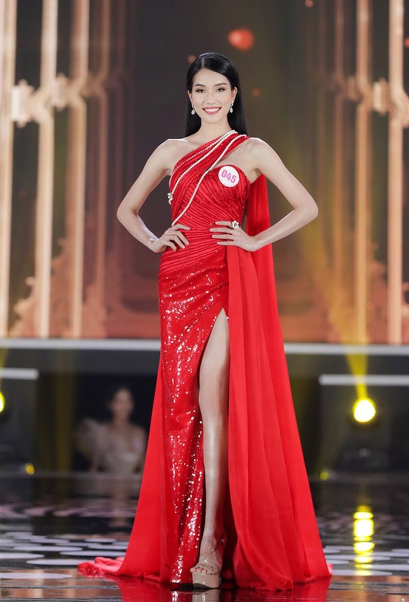 First runner-up of Miss Vietnam 2020 to compete in Miss International 2021 ảnh 7