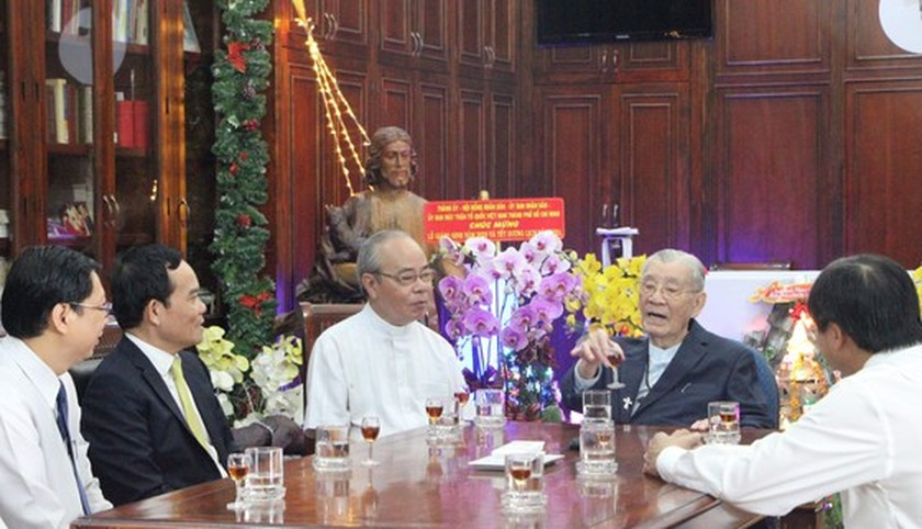 HCMC leaders extend Christmas greetings to Catholics ảnh 3