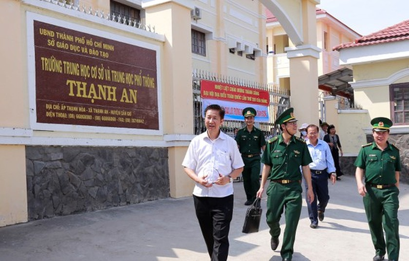 HCMC's leaders extend Tet greetings to border guards, local residents in Can Gio ảnh 2