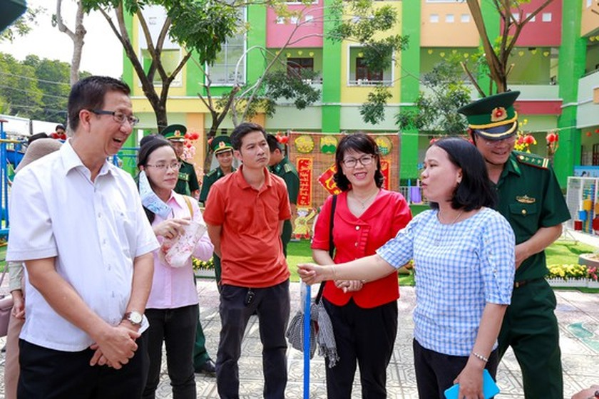 HCMC's leaders extend Tet greetings to border guards, local residents in Can Gio ảnh 3