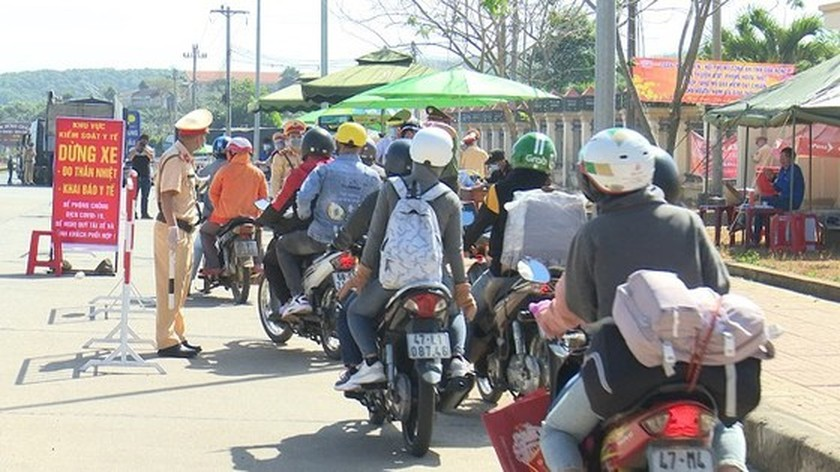 HCMC establishes blockades of sites, Dong Nai issues gathering restrictions ảnh 1