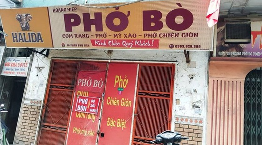 Photos reveal Hanoi as silent city after closure order of sidewalk food stalls ảnh 2