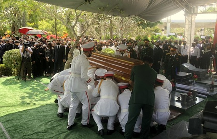 Former Deputy Prime Minister Truong Vinh Trong laid at rest in his native land ảnh 13