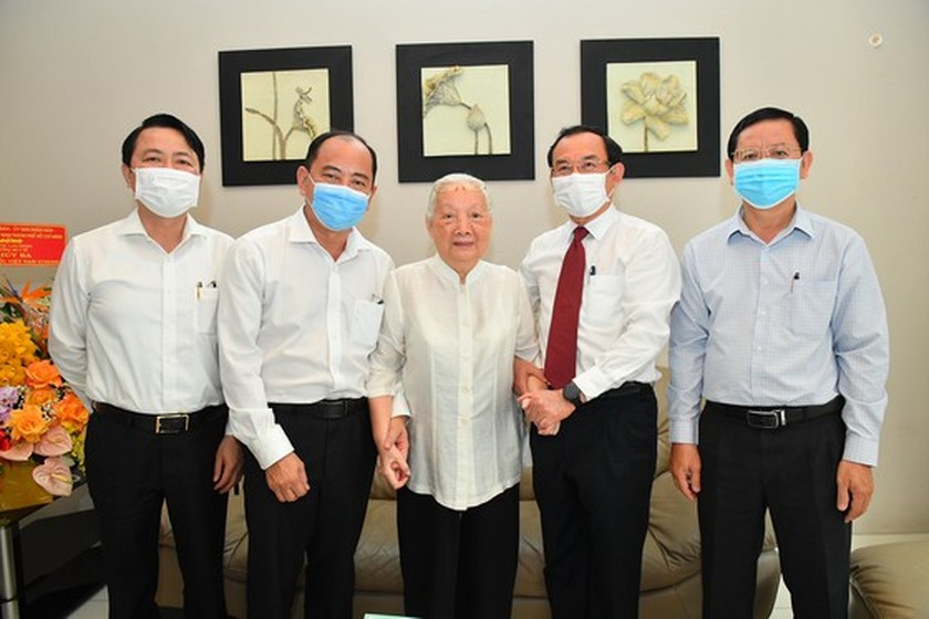 HCMC Party Chief congratulates veteran doctors on Vietnam Doctor's Day ảnh 2
