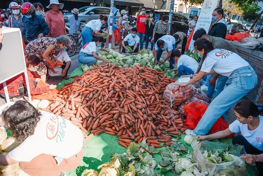 Beauty queens join produce 'rescue' campaign to help farmers in affected area ảnh 2