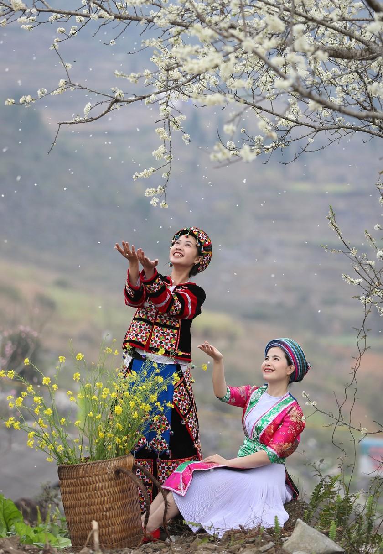 Beauty of women in Ha Giang Province's plateau of rocks ảnh 15