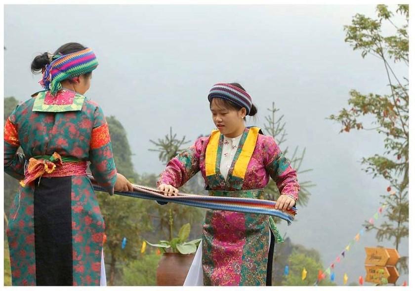 Beauty of women in Ha Giang Province's plateau of rocks ảnh 1