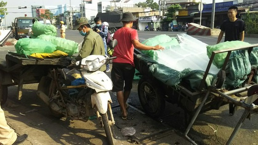 HCMC Police handle, seize hundreds of outdated motor vehicles ảnh 11