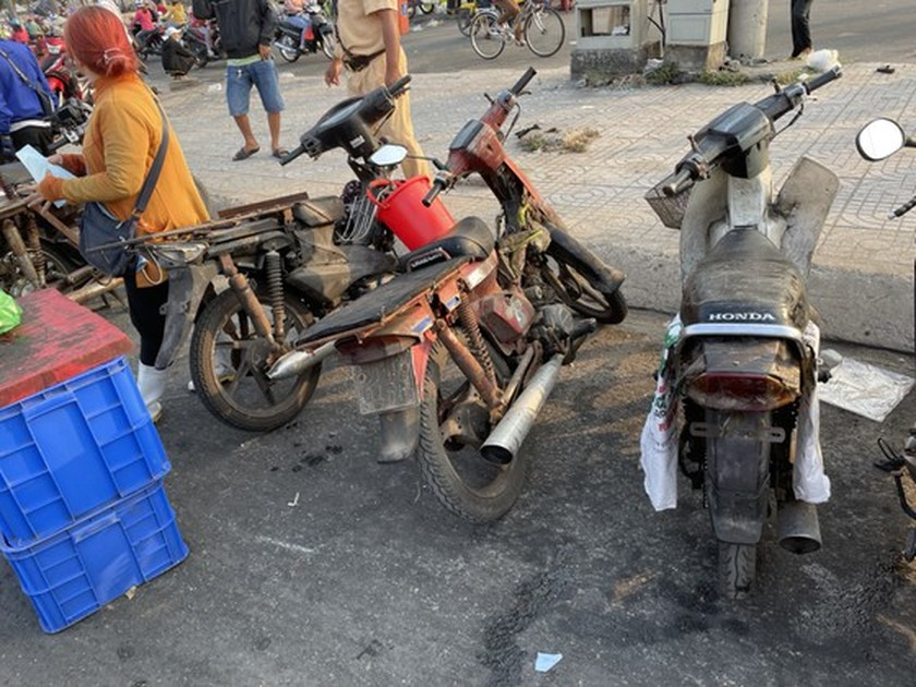 HCMC Police handle, seize hundreds of outdated motor vehicles ảnh 8