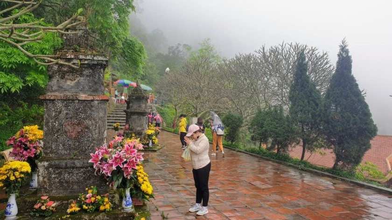 Majestic beauty of Sacred Yen Tu Mountain ảnh 1