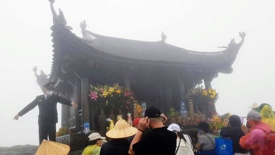 Majestic beauty of Sacred Yen Tu Mountain ảnh 9