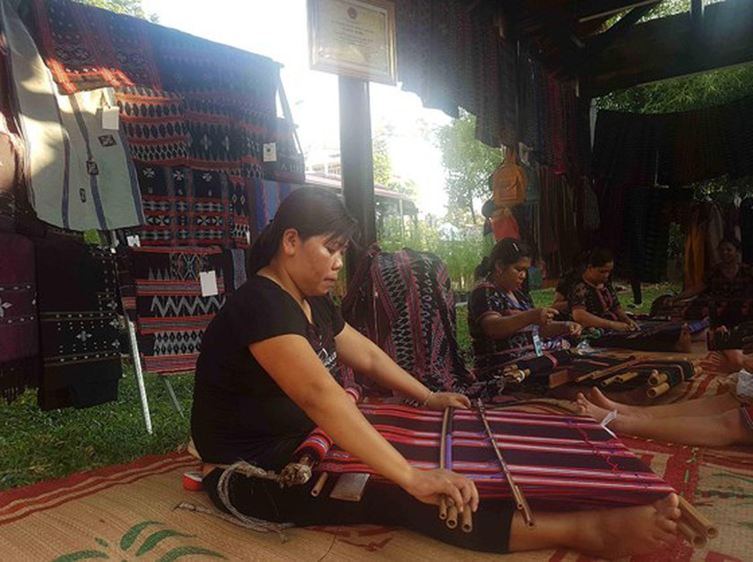 Month-long Hue Traditional Craft Festival features wide range of activities ảnh 1