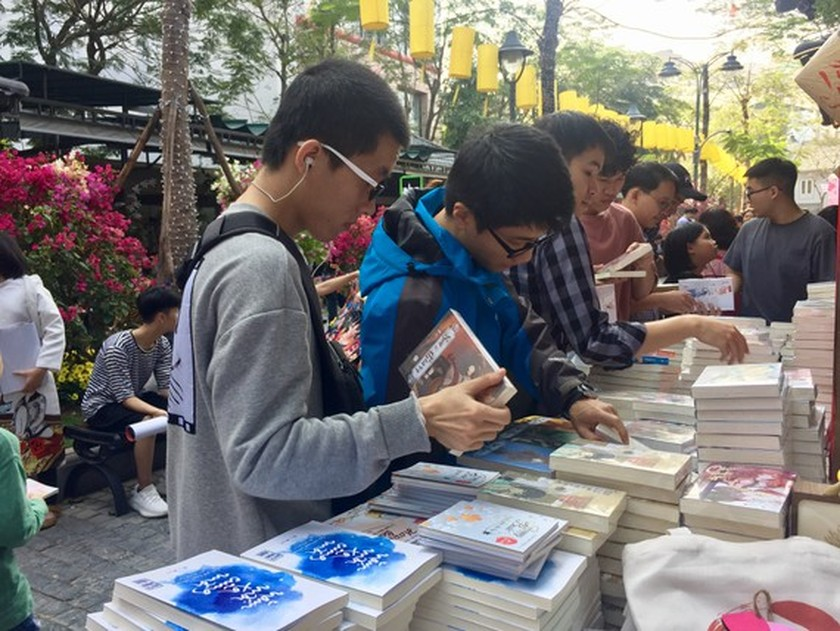 Online book festival 2021 offers free shipping on orders ảnh 1