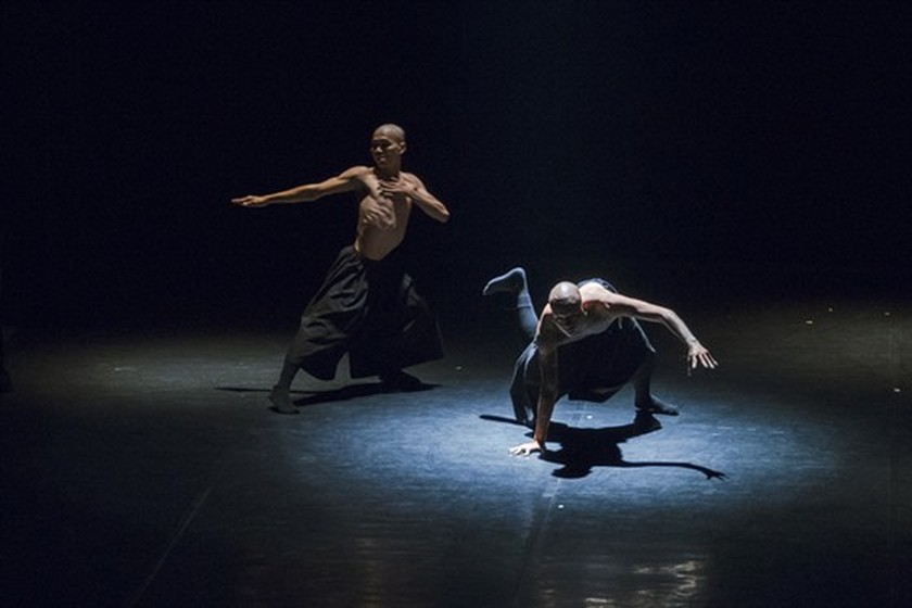 Performance blended contemporary dance with traditional art presented in Hanoi ảnh 1