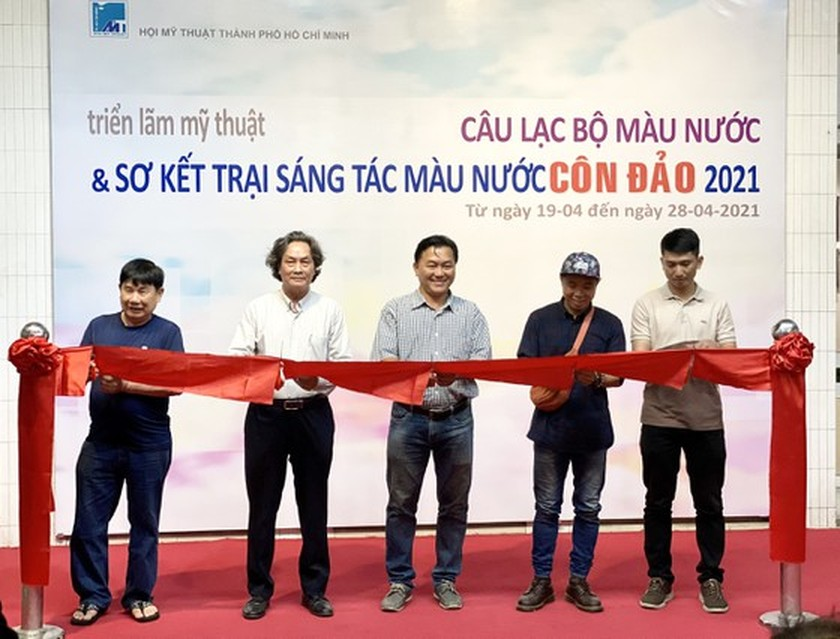 Painting exhibition of sacred land of Con Dao presented in HCMC ảnh 13