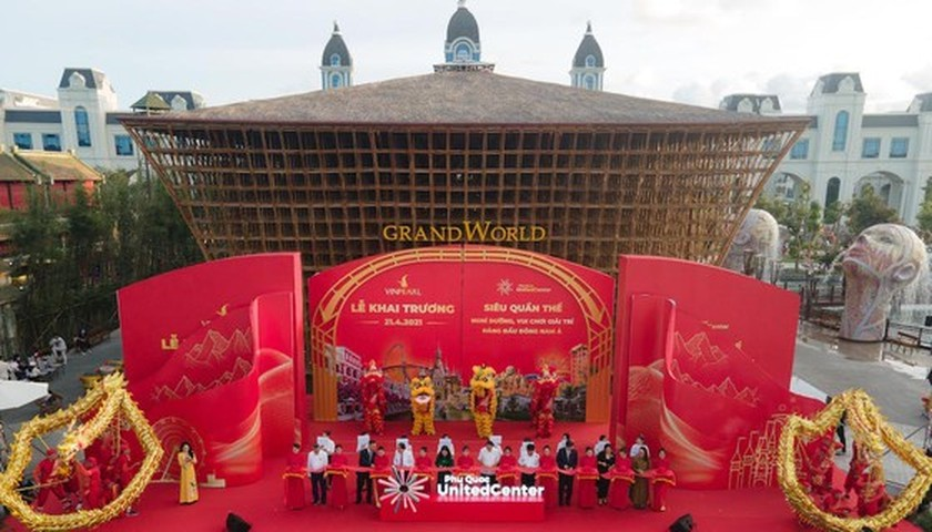 "Vietnam's first-ever ""sleepless city"" opens ảnh 2"