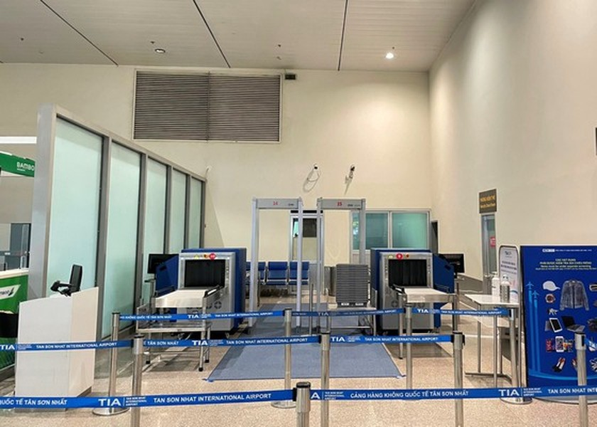 Tan Son Nhat Int'l Airport adds more security machines to reduce congestion ảnh 2