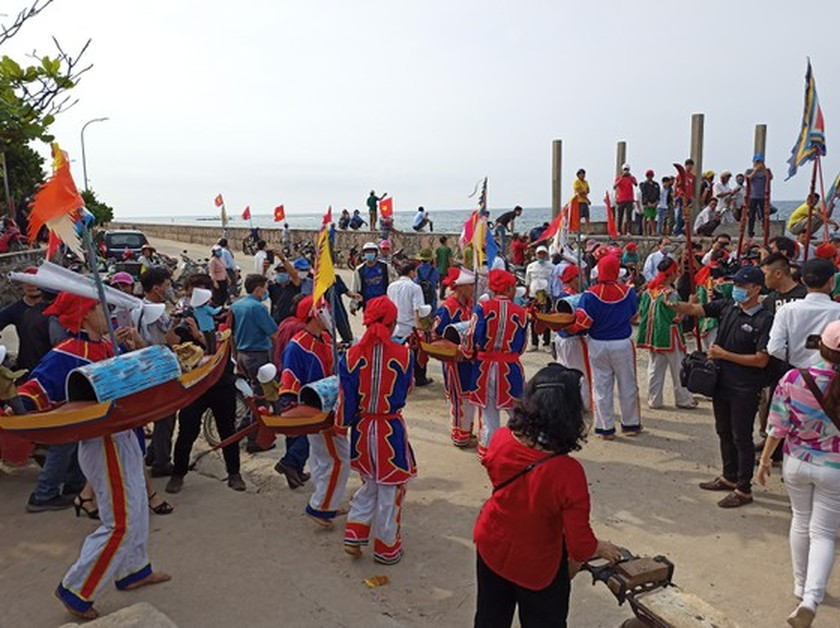 Ly Son island's traditional boat race certified as national intangible cultural  ảnh 11