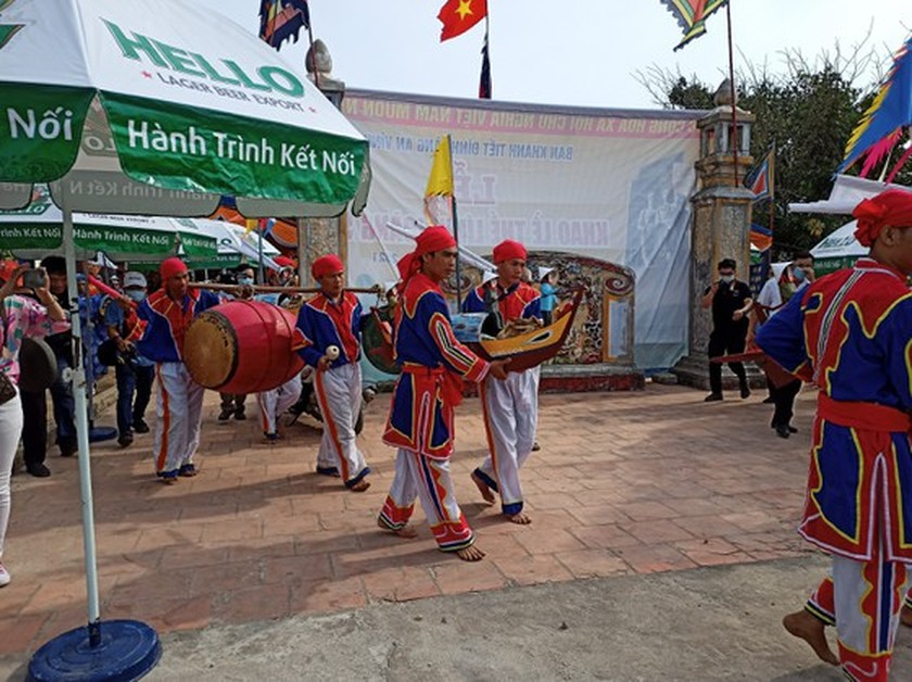 Ly Son island's traditional boat race certified as national intangible cultural  ảnh 12