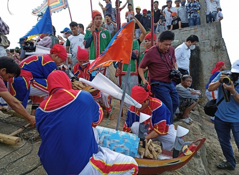 Ly Son island's traditional boat race certified as national intangible cultural  ảnh 13