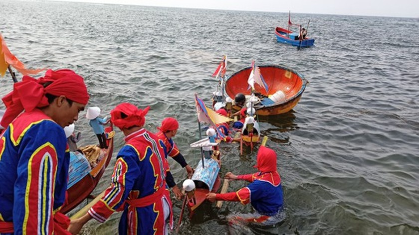 Ly Son island's traditional boat race certified as national intangible cultural  ảnh 14