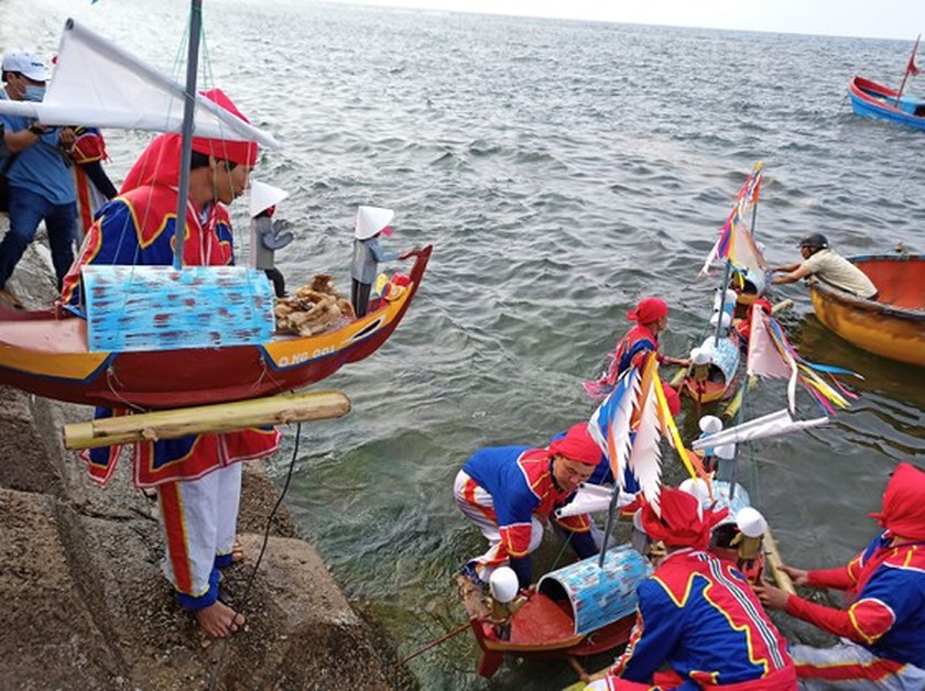 Ly Son island's traditional boat race certified as national intangible cultural  ảnh 15