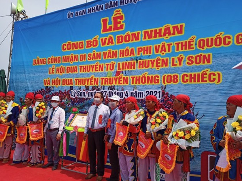 Ly Son island's traditional boat race certified as national intangible cultural  ảnh 3