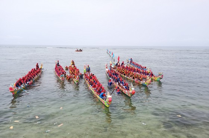 Ly Son island's traditional boat race certified as national intangible cultural  ảnh 5